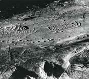 1964 påträffades en ristning med 5 hela och ett fragmentariskt skepp, en djurfigur och ett 50-tal skålgropar.
