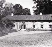 Flygelbyggnad vid slottet i Gränsö.