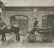 Pukebergs charabang. Kusk J. G. Storm, anställd år 1897-1930. Fonden Nybro brandstation.