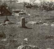 Fältet undersökt av rektor Hans Hansson, Gamleby. Berättelse och fynd hos Kalmar läns museum.