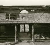Hälleberga kyrka brandskadad 1976-10-18.  Norra läktaren. Brandorsaken var ett elfel. Altartavlan var nerplockad för renovering och klarade sig.