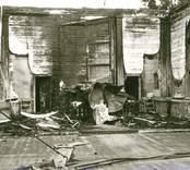 Hälleberga kyrka brandskadad 1976-10-18.  Kor. Brandorsaken var ett elfel. Altartavlan var nerplockad för renovering och klarade sig.