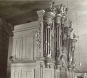 Interiör mot läktaren före restaurering Orgelfasad