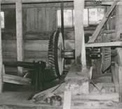 Interiörbild av kvarnen / sågen.