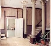 Interiör från hallen på övervåningen rum 200) i Fredriksbergs herrgård.