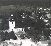 Flygfoto över Kristdala Kyrka, exteriör och interiör är Gustaviansk, Kyrkan uppfördes perioden/år 1789-1792.