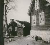 Bostadshus och en bod i Hagnebo.