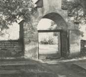 Portalen vid Källa ödekyrka.