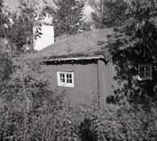 Grönöstugan, som flyttades till platsen 1931, samma år som hembygdsgården invigdes.