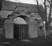 Stigluckan till Källa gamla kyrka.