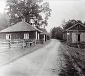 Brunnen vid grusvägen i Källvik.