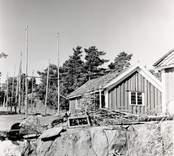 Edvin Perssons stuga och gistor för not.