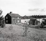 Nystugan på Vinö. Foto: 06/08 1948.