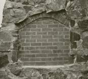 Nisch i korets östra vägg efter restaurering.