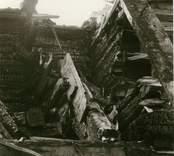 Hälleberga kyrka: Brandorsaken var ett elfel. Branden var 1976-10-18. Tornet under rivning. Detalj av tornkonstruktion.