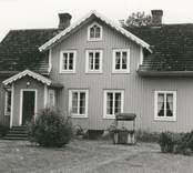 Mangårdsbyggnaden sedd från norr.
