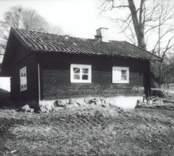 Småland, Kalmar län, Västervik kommun, Gamleby sn, Gamleby, Segersgärde gård. Dokumentation av tvättstuga före flyttning.