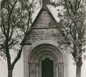 Gärdslösa kyrka, sydportalen.
