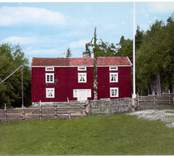 Mangårdsbyggnaden i Karlslunda hembygdsgård, ursprungligen byggd 1829 och flyttad från Mjudehult.