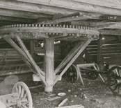 Foto:M.Dyfverman 1937 Tröskvandring under loge.Sedd från söder. Ägare:Valfrid Johansson, Kristineberg. Brukare:Hj.Magnusson