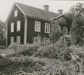Foto:M.Dyfverman och M.Rehnberg 1937 Manbyggnad. Längd 17m. Bredd 7m. Härtill foto av mittpartiet, dupletter. Ombyggt/ÖM 11/4-95