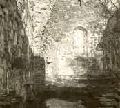 Kyrkoruinen i Västra Ed innan restaureringen.