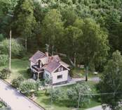 En villa med uthus, och trädgård, i Döderhult.