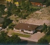 Villa med garage och valmtak i Kristvalla socken.