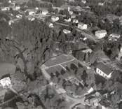 Flygfoto över Påryd med Karlslunda kyrka.