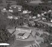 Flygfoto över Påryd med skolan i förgrunden.