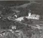 Flygfoto över Gladhammar/Västrums kyrka 1935.