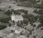 Flygfoto över Loftahammar kyrka.