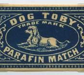 """Tändsticksetikett från Nybro Tändsticksfabrik, """"Punchs dog Toby.""""   Handlanden Johannes Petersson i Gräsgärde var först att starta en tändsticksfabrik i Nybro på 1860-talet. Den fabriken var nerlagd 1873 när apotekaren Carl G Fohlin tog initiativet till nästa fabrik som bar namnet Nybro Tändsticksfabrik AB. Den fabriken var belägen i byn Göljemåla i Madesjö socken. Fabriken  drevs fram till 1878 då bolaget gick i konkurs. Alldeles i jämte den gamla fabriken byggdes 1876 en annan tändsticksfabrik av Ludvig Möller från Kalmar. Fabriken som endast tillverkade fosfortändstickor med ett tjugotal anställda, blev inte långvarig och 1878 gick den också i konkurs. Nu är det dags för nya ägare att träda in på arenan. 1879 rekonstruerades tändsticksfabriken av en ny styrelse med  Gustav Ohlsson i Brånahult och P C Jonsson i Östra Bondetorp samt J G Blomdell som också var disponent. De köpte in Möllers konkursbo men ganska snart lades tillverkningen ner och flyttades till huvudfabriken straxt norr om blivande Långgatan. Under J G Blomdells ledning stiftades ett aktiebolag som med framgång drev tändstickstillverkning vid Nybro Köpings tändsticksfabrik. (Nybro Säkerhetständsticksfabrik, 1881)Tillverkningen var nu endast säkerhetständstickor.  Fabriken överläts så småningom till N Simonsson, Nybro och disponent A Ekendahl, Uppsala. 1913 såldes fabriken till Kreugers tändstickstrust AB Förenade Tändsticksfabriker. Fabriken lades ner efter något år. Fabrikens lokaler användes sedan av Orrefors sliperi, Engströms Formgjuteri och senast från 1932 Nybro Svarveribolag. De gamla industribyggnaderna vid Långgatan i Nybro och som inrymde tändsticksfabriken revs på 1970-talet. I en trossbotten fann man tändsticksaskar från hela tändsticksepoken och kunde glädja samlarna  av askar och etiketter i Nybro. Man fann också den speciella trämall som användes vid askvikningen i hemmen kring sekelskiftet.  (Uppgifterna hämtade från http://thoresmatches.se/tandsticksfabriker/nybro_tandsticksfabrik.ht"""