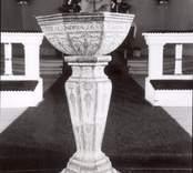 Dopfunt av kalksten, daterad 1655