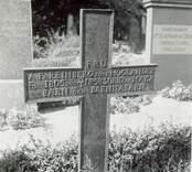 Döderhult socken Kyrkogården  Järnkors. Fru A. Fr. Reinberg 1805-56  Foto M. Hofrén 1950