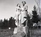 Arvid Källströms bodde i Påskallavik. På sin gård uppförde han flera skulpturer i experimentella material. Idag är hans hem museum och sommarcafé.