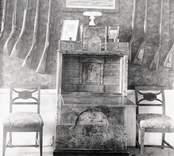 Sekretär av masurbjörk i Barons skrivrum på slottet.