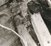 Hälleberga kyrka: Kyrkan brann ner 1976-10-18. Brandorsak elfel.  Tornet i detalj NO hörnet. Dubbelvägg.