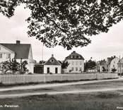 Olofsgatan i området Paradiset visar prov på den småskaliga flerfamiljsbebyggelse som var vanlig under 1930- och 1940-talen.