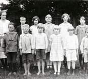 Gruppbild, elever från skola i Kråksmåla.
