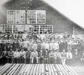 Gruppbild av sågverksarbetare i Blankaholm.