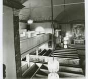 Interiör från Hälleberga kyrka innan branden 1976.