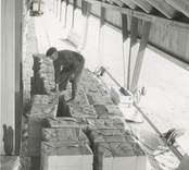 Lastning av varor för sjötransport i Edsbruk.