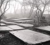 Källa ödekyrka, liggande gravstenar.