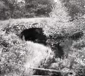 Stenvalvsbron i Haltemåla, föreslagen till rivning 1958.