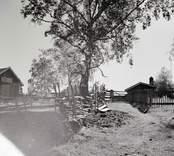 Gata mot byn från sjöbodarna i Norrgården.