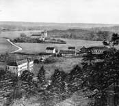 Utsikt från Garpedansberget. I förgrunden Åby gård.