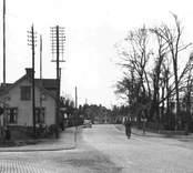 Storgatan i Nybro med järnvägsövergången.