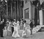 H.M. Drottningens besök vid Hemslöjdsutställningen i Nybro 1910.