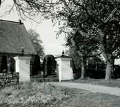 Grind till Törnsfalls kyrka.